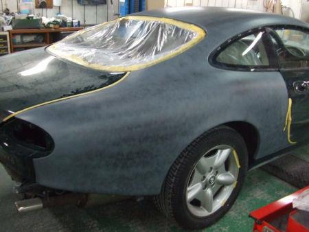 450|338|ジャガーXKの板金塗装。10